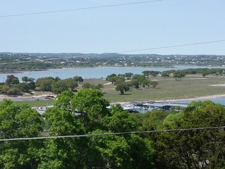 Karter's Canyon Lake Casa - Walk to Boatramp/Decks/Playscape/Big Backyard/Views