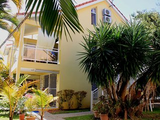 Schones Appartement in einer ruhigen Ferienanlage mit Pool nur 50m vom Strand.