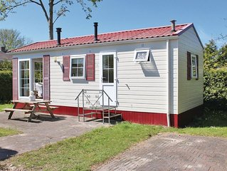 Cozy chalet with a combi microwave, near the Wadden Sea