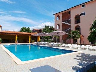 Ferienwohnung mit Pool und Balkon