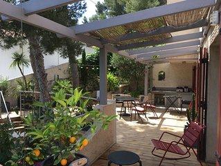 Villa 5 ch. 3 SDB dans pittoresque calanque. Plage à pied.