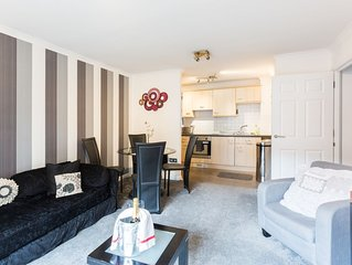 City Centre Flat with Private Parking