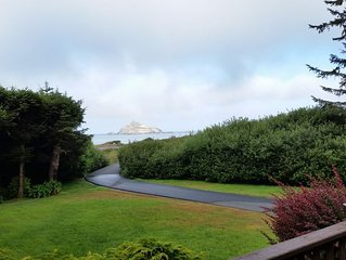 Secluded Upscale Oceanfront Retreat, Minutes from Redwood National Park
