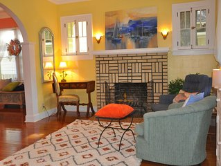 Historic Old Northeast bungalow in St. Petersburg. Walk to downtown & waterfront