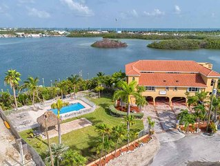 Waterfront, Bay sunsets, Pool, Dock, parking, BBQ, large deep water dock