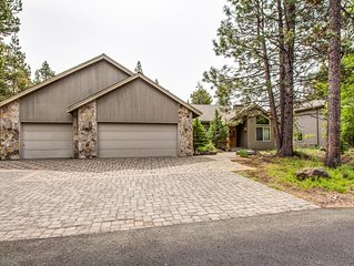 Single Level Golf Course Home, 2 Dining Areas, Spacious. 17 Nine Iron Lane