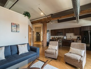 Stay Downtown Nashville Walk Everywhere! Fancy, Sleeps 4 MusicCityLoft on VRBO!