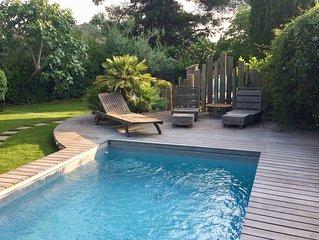 Villa privée - piscine et jardin paysagé proche plages et corniche cap brun