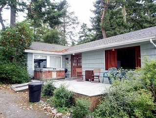 Waterfront, rustic cottage for a perfect Whidbey getaway (172)