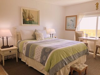 Cute Oceanfront Studio-Exceptional Views On The 'Prom'- Ask about Special Rates!