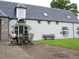 Large holiday home in a quiet location not far from Drumnadrochit & Loch Ness