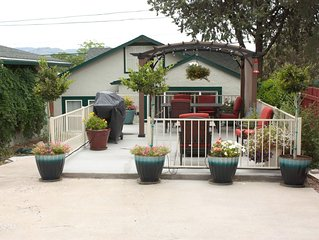 Cute 2 Bdrm/1 Bath Cottage, walk to downtown, dog friendly, fenced yard, patio