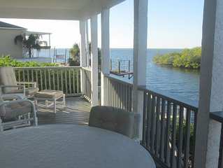 Gulf view on channel, kayak, fishing, sunsets on the deck - great family space!