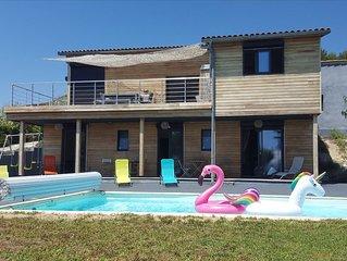 Villa en bois contemporaine vue mer et piscine entre Nice et Monaco !