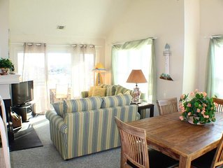 LOOK Luxury Pirates Cove OBX Penthouse 3/2 Home near Beach & Free 25' Boatslip