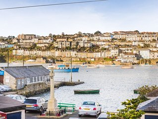 A Pretty Fisherman's Cottage With Views Across The Water To Falmouth