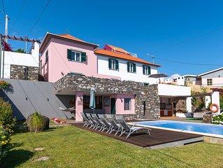 Casa das Orquídeas: excelente exposição solar, piscina, churrascaria e Wi-Fi