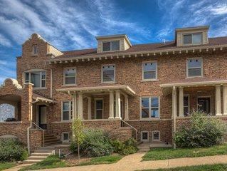 Large Townhome in Hot Urban walkable district near UNMC and Downtown!