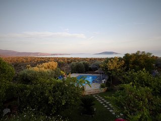 Luxurius and Comfortable Villa With Private Heated  Pool