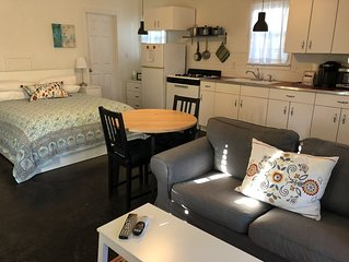 Private, Stylish Cottage in Quiet Neighborhood, Sleeps 2