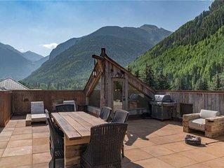 Panoramic Windows Bring the Box Canyon Peaks Inside