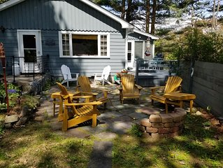 Charming 2BR Camp with Private Beach, patio, deck, fireplace - all amenities!