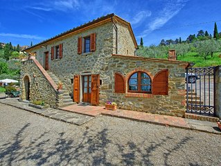 Spectacular villa in the town of Cortona with private pool and amazing views