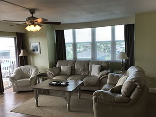 Spacious Remodeled Oceanview Condo Near Restaurants