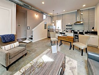 Couples Escape Private Rooftop ~ Unwind  Blocks to Broadway ~ Free Parking!