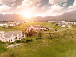Modernes Haus, solarbeheizter Pool & traumhafter Blick, im Kingswood Golf Resort