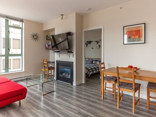 AMAZING  LOCATION CHARMING 1 BDR APT IN DOWNTOWN *4 blocks from Seawall* -