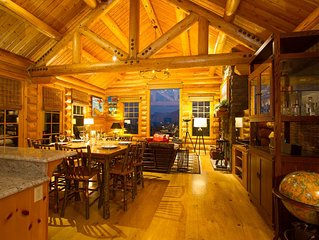 Luxury Log Cabin Home*Epic Views*Hot Tub*Fireplace*60' TV