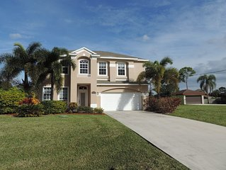 Large Private Yard. Large Pool. Large House. Near Ocean & Golf