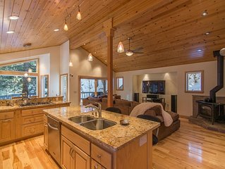 Alpine Meadows Mineral Springs, Beautiful Home, Hot Tub, Deck, Mtn Views