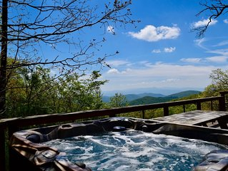 Relax On Deck With 50+ Mile Views, 4250' Elevation, Fresh Eggs, 20 min to Ashevi