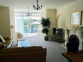 5 star - Amazing views of Estuary and Sea - Prime Position with parking and WiFi