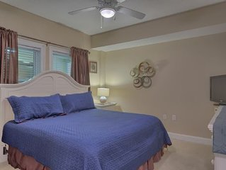 Near Resturants, Shopping, & Across The Street From The Beach, Also With Pool &