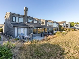 The Great Escape!! Relaxing Modern Home with Game Room, Hot Tub, Ocean Views