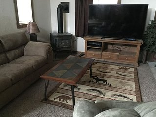 Cozy Quiet Vacation Home, just blocks from the gate to Yellowstone and downtown!