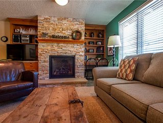 Nice Ski-in/Walk-out condo, outdoor hot tub, free wifi, & parking.
