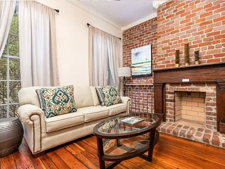 Historic Savannah Pet Friendly Townhome, Fenced Courtyard, Parking, and Easy Wa