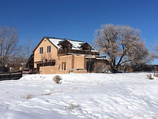 Blue Bird Farm - Spacious Stylish 5 bed/3 bath Taos Farmhouse with AC