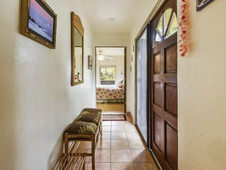 Cute, Peaceful Budget-Minded Studio Condo with full kitchen and Hawaiian Decor