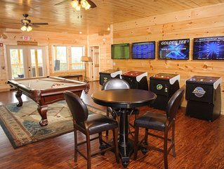Elevator, Arcade Games, Firepit, Hot Tubs, 2 Game Rooms, great for Reunions & Co