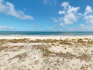 Ready to rent now! Ocean Mile Escape! Beachfront East End, Pets OK, Comunity Poo