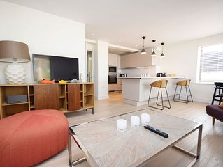 Luxury 2 bedroom apartment set in unique setting within Chichester Marina.