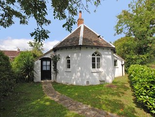 Delightful little holiday cottage close to Chichester city centre.
