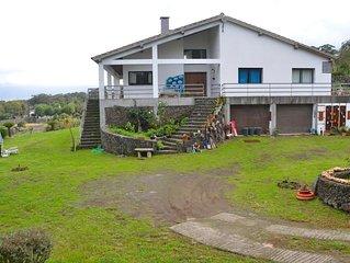 Casa com Suite e piscina exterior