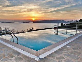 Malena Pool Villa  with stunning view in a quiet location. Free WIFI and jacuz