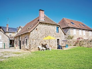 3 bedroom accommodation in La Porcherie